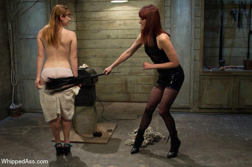 фото госпожа в подвале бьет раба плетью быстро