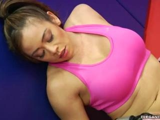 Mia Leilani\'s Ass Loves a Brutal Workout