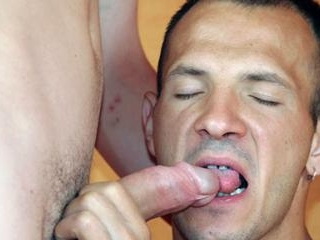 Horny gay bottom gives an oral