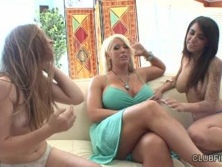 Alexa Aimes lesbian threesome with Alura Jenson an
