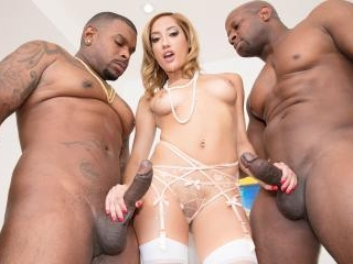 Chloe Amour Takes Two BBC\'s To DP Heaven