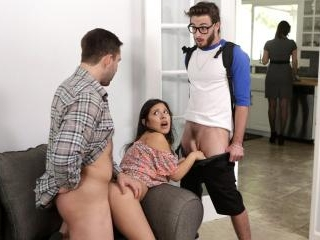 Step Family Threesome - S5:E3