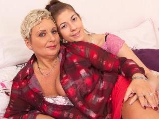 Lesbian-Busty08