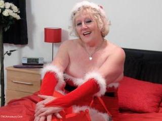 Mrs Santa\'s Xmas Surprise Pt1