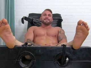 Bodybuilder Gavin Tickled - Gavin