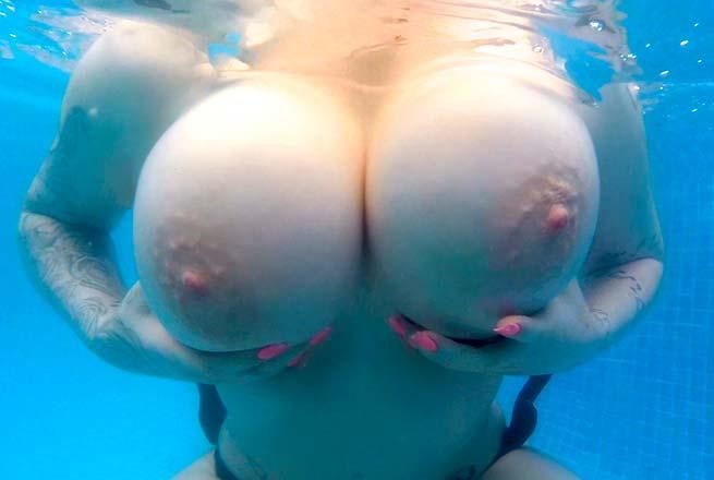длинные сиськи под водой онлайн