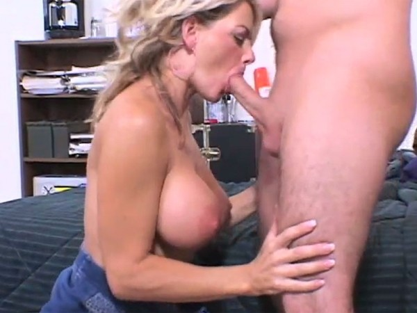 abuse Cute latina fucked in pawn shop