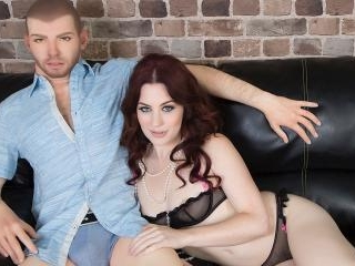 This Sexy Redhead Really Knows How To Fuck Her Sex