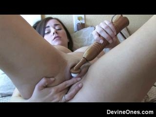 Taylor Vixen loves to cum