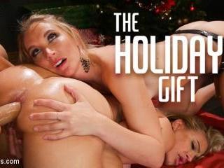 Holiday Gift: Angel Allwood is Mona Wales & Fox Ac