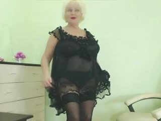 Chubby Granny xBlondebomb Teases Her Ass
