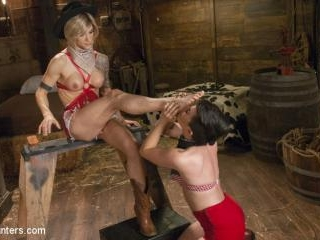TS Nina Lawless gives Joey Minx the boot in the mo