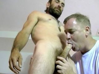 Bisexual Hairy Daddy Squirell Has Some Experience