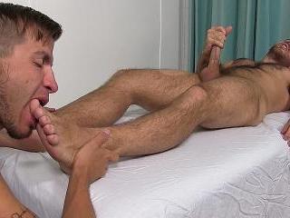 Justin Worships Jackson While He\'s Naked
