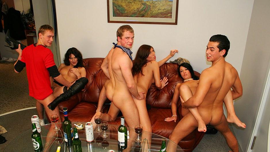 Порно вечеринки студентов домашнее, порно видео с бразильянка моника сантьяго огромный член стринги