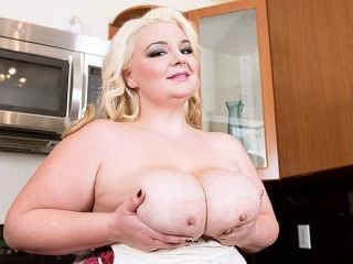 Heavy-Hootered Homemaker