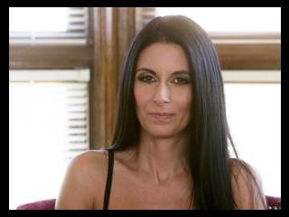 INTERVIEWS-Nikki Daniels