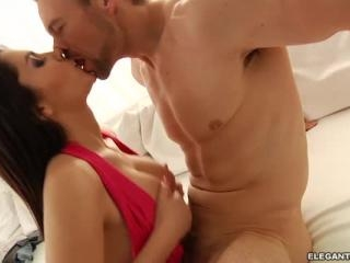 Valentina Nappi offers up a curvy body and wet pus