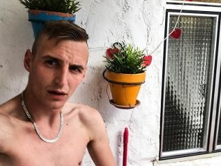 Hung Boy Squirting Big & Messy - Reece Bentley