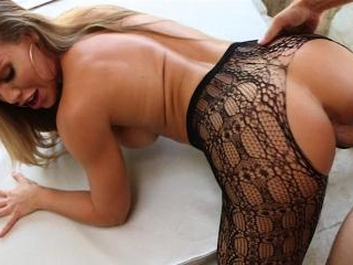 Nicole Aniston shows off her amazing ass then gets