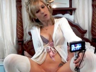 Blondie Milf slowly tease us