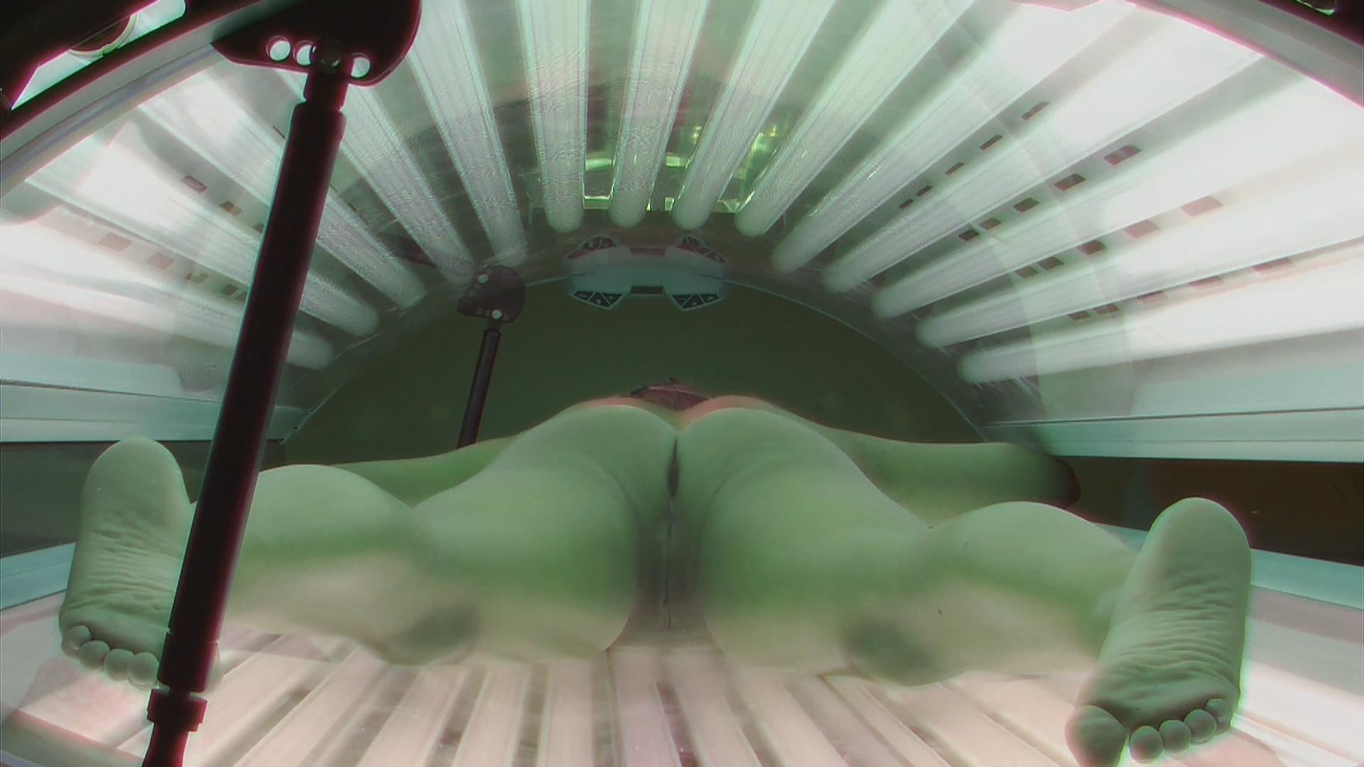 Порно видео онлайн скрытая камера в солярии